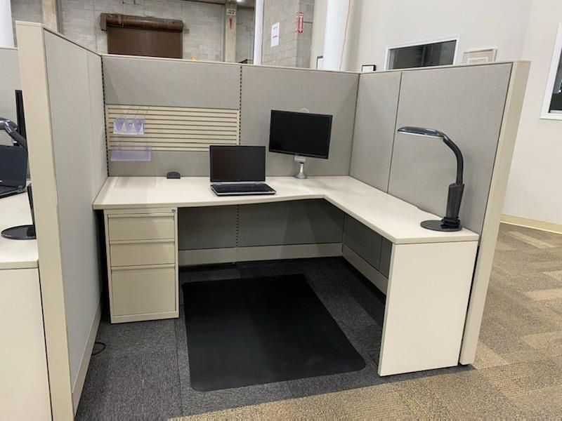 """Refreshed Global Evolve Workstation 5'D x 6'W x 66""""H (Right-Handed)"""