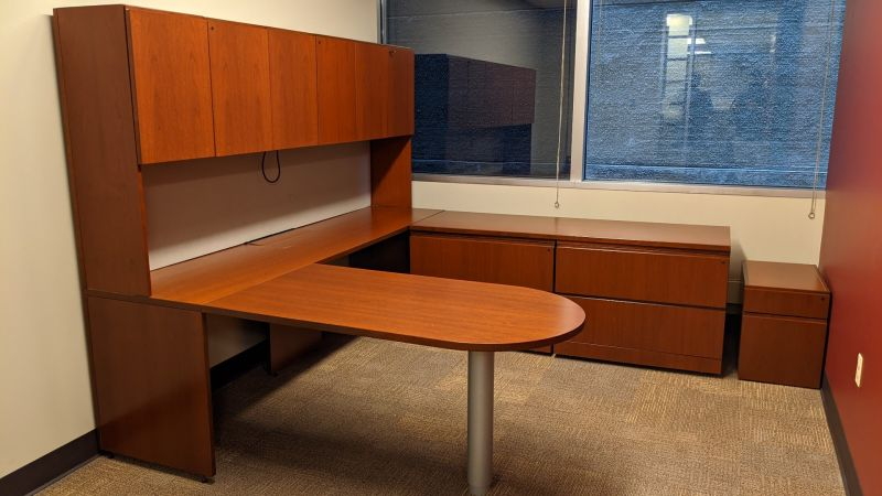 Knoll U-Shaped Desk (Cherry)