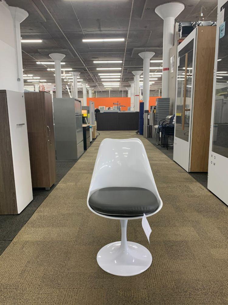 Set of (4) Replica Saarinen Tulip Chairs (White/Grey)