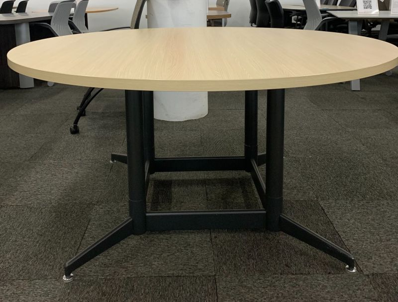 5' Knoll Round Conference Table (Maple Laminate)