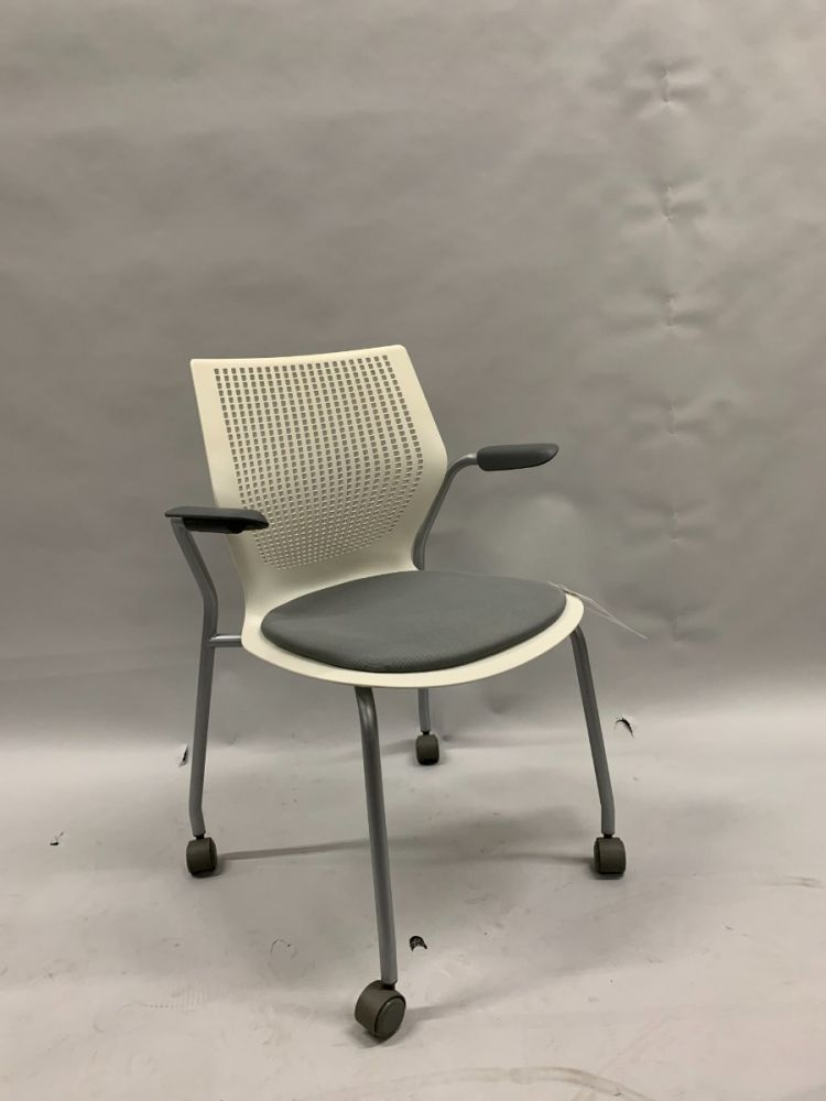 Knoll MultiGeneration Mobile Side Chair (Off White/Grey)