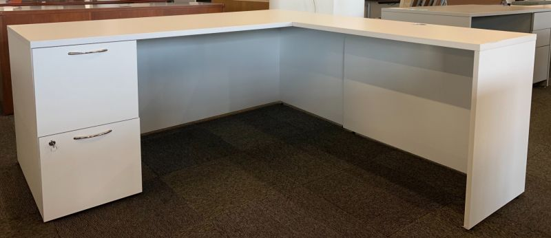 AIS L-Shaped Desk (White Laminate) RH