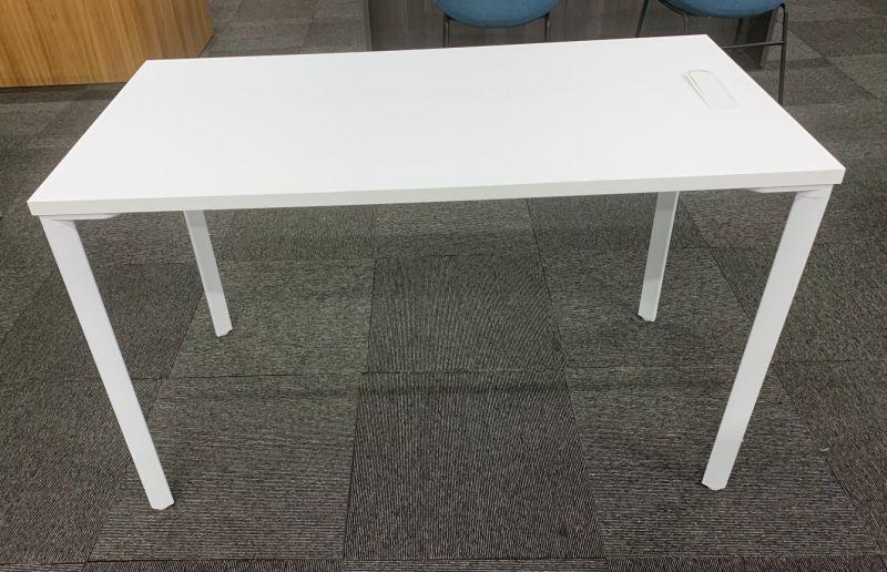 Skosh Table Desk (White Surface/White Base)