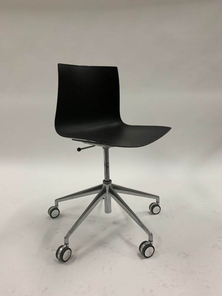 Arper Catifa 46 Armless Conference Chair (Black)