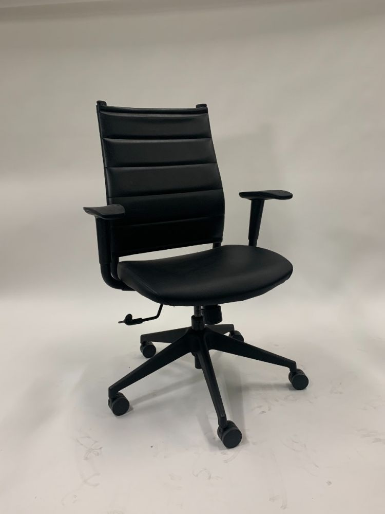 Sit On It Wit Conference Chair (Onyx/Elective Onyx)