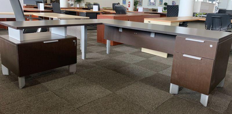 Teknion L-Shaped Desk (Mahogany) LH