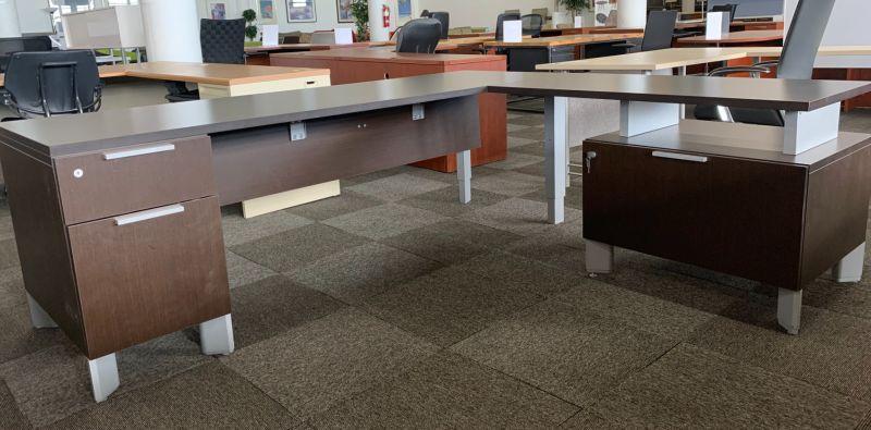 Teknion L-Shaped Desk (Mahogany) RH