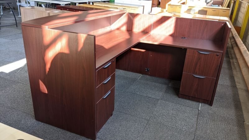 Offices To Go L-Shaped Reception Desk (Cherry) RH