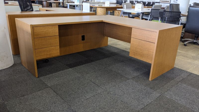 L-Shaped Desk (Maple Laminate) LH