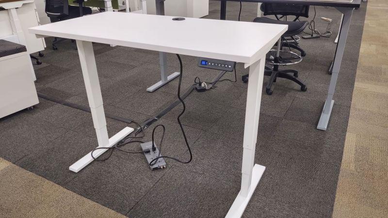 NEW OFCHite Adjustable Height Desk (White)